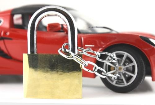 ochrana vozidla, zabezpečenie vozidla pred krádežou, zámok na auto, červené auto