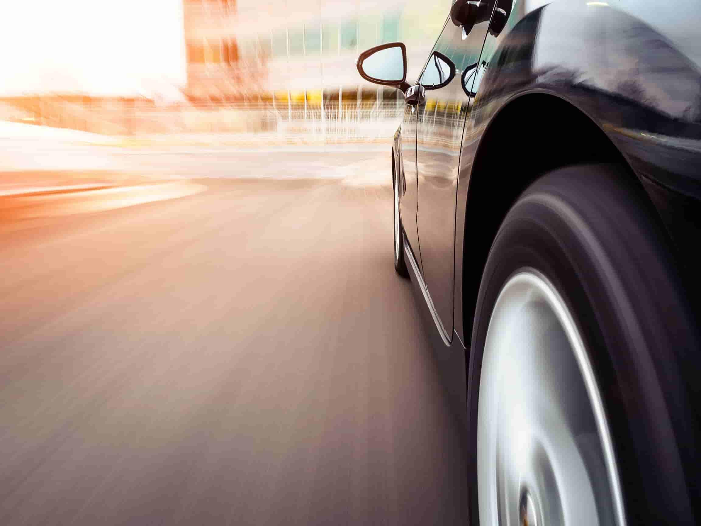 poistenie auta, zabezpečiť auto proti krádeži, rýchle auto, čierne auto