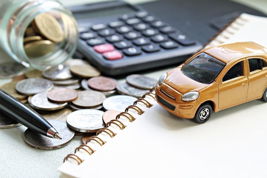 kúpa vozidla, oranžové auto, auto na splátky, peniaze, úver na auto, lízing na auto