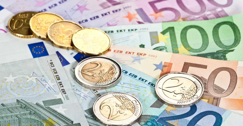 kúpa vozidla, eurá, úspora peňazí, hotovosť, auto na splátky, peniaze, úver na auto, lízing na auto