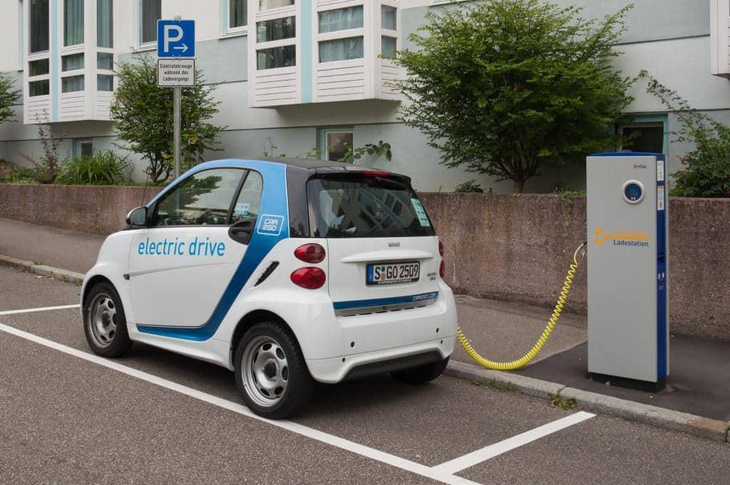 elektromobil, nabíjacia stanica, dopravný prostriedok, ulica, smart