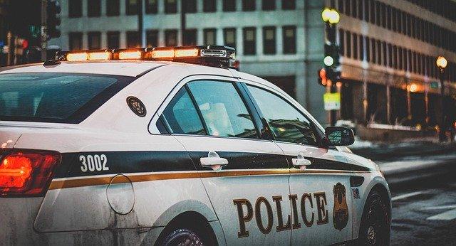 policajné auto, sirény, pokuty