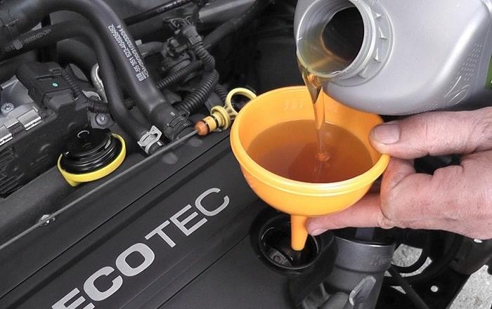 doplnenie oleja, motorový olej, výmena oleja, kontrola oleja, väčšia spotreba auta