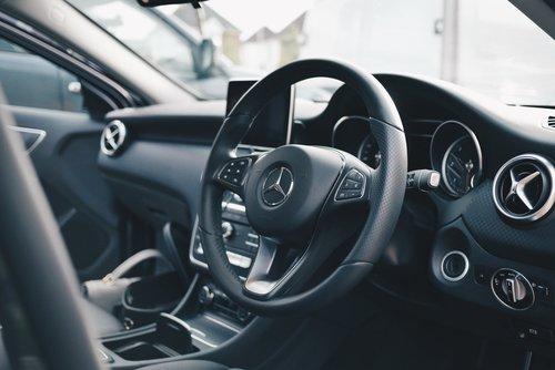 interiér auta, mercedes, údržba vozidla, zlá údržba vozidla, starostlivosť o auto